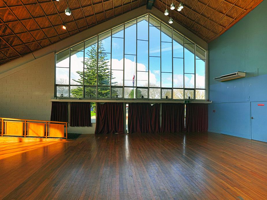 Mt albert war memorial hall auckland council for Door 8 albert hall